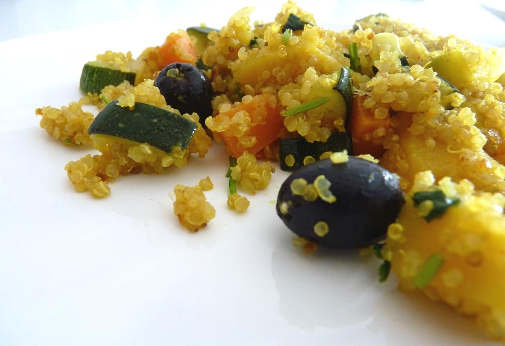 Caril de Quinoa com Legumes e Maçã